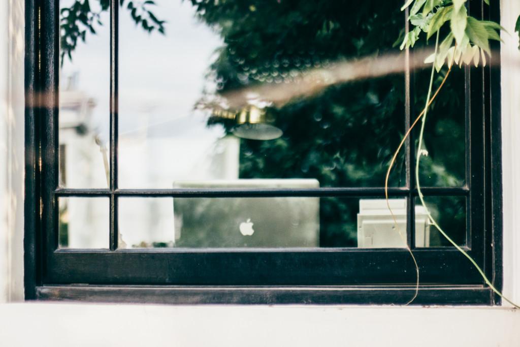 window-laptop-macbook